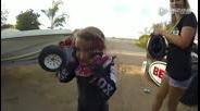5岁小女孩挑战极限摩托车