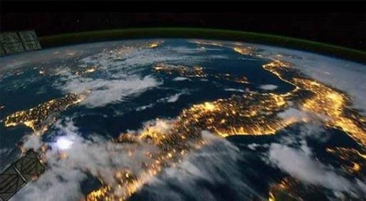 惊艳!太空延时摄影展现全新地球