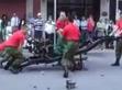 碉堡!实拍士兵3分钟快速拆装吉普车