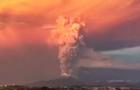 壮美!夕阳下的火山喷发