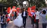 小伙66面国旗徒步迎娶新娘