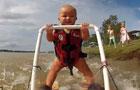 半岁宝宝挑战世界滑水纪录