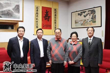 李鹏同志亲切接见《中国三峡》剧组_CCTV.com_中国中央电视台