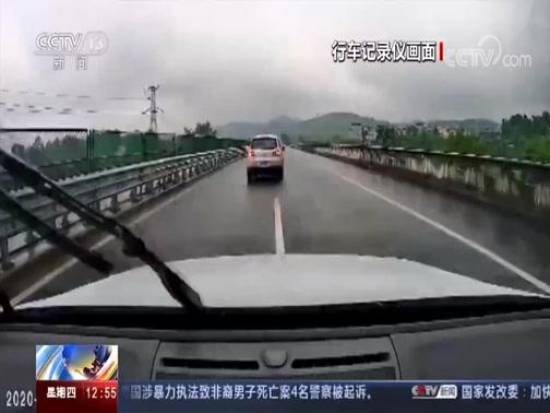 [法治在线]法治现场 雨天驾车出行 遇积水谨防意外