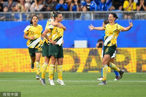 [高清组图]澳大年夜利亚3-2逆转巴西 玛塔第16球