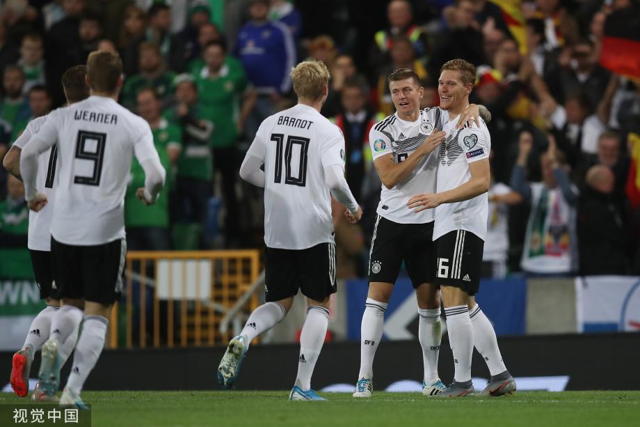 [图]格纳布里破门 德国2-0北爱尔兰升小组第一