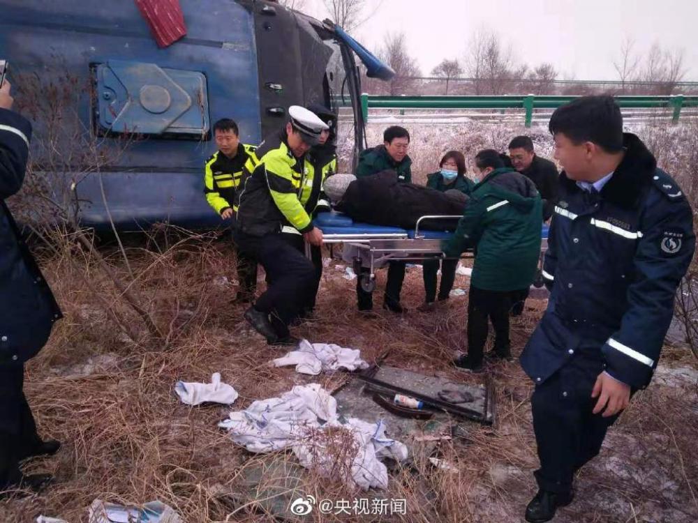 內蒙古大客車側翻53人受傷