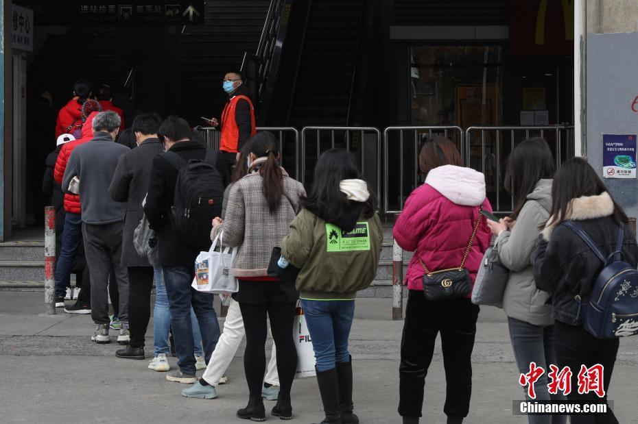 上海地铁对17座车站早高峰限流