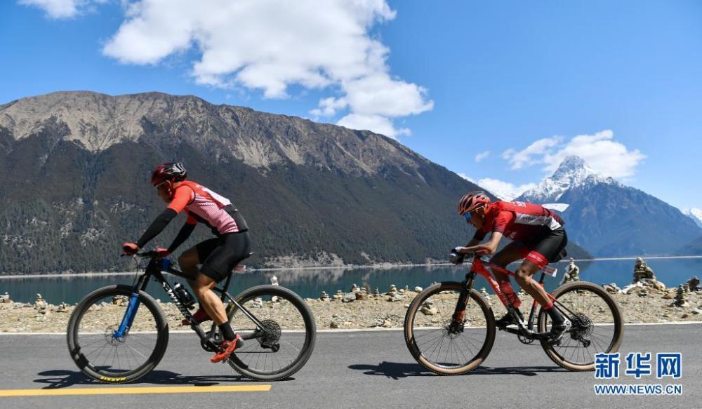 中国海拔最高环湖自行车赛在西藏巴松措开赛插图(1)