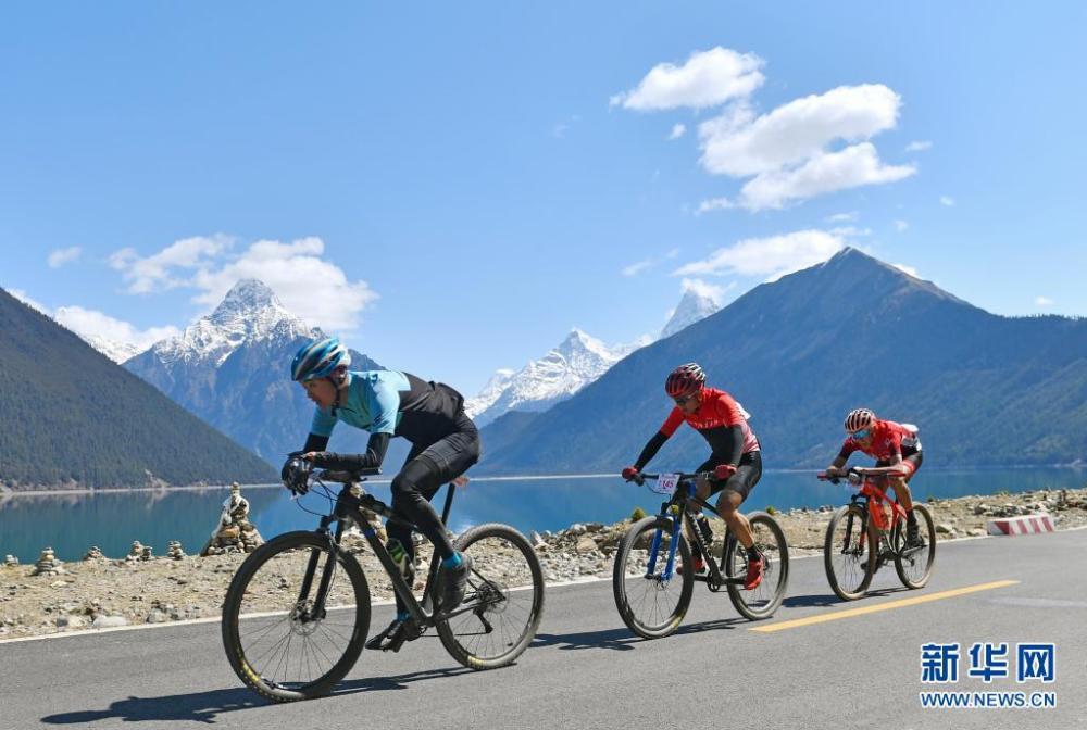中国海拔最高环湖自行车赛在西藏巴松措开赛插图