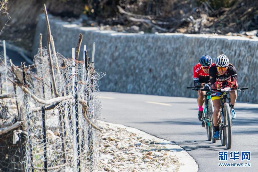 中国海拔最高环湖自行车赛在西藏巴松措开赛插图(3)