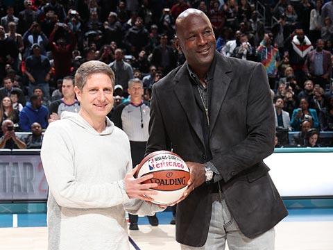 [NBA]下一届全明星芝加哥见!乔丹登场赠送篮球