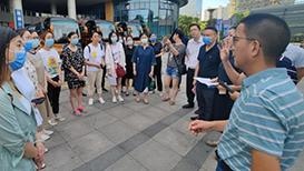 紧急集合 江苏南通120名医护人员22日驰援南京