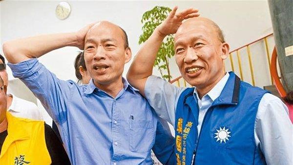 """高雄市长韩国瑜(左)的""""秃头""""是正字招牌"""