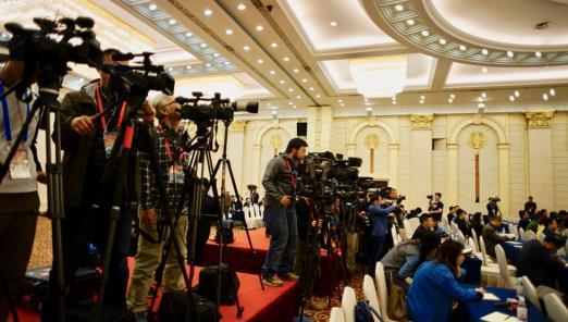 中央主要媒体、有关省市媒体、台港澳媒体、外国媒体记者约200人参加发布会。