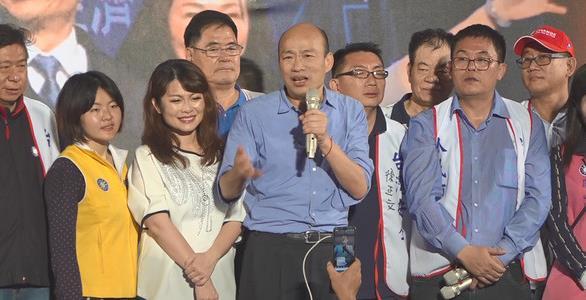 """高雄市长韩国瑜27日意外现身挺韩大会。(图片来源:台湾""""东森新闻云"""")"""