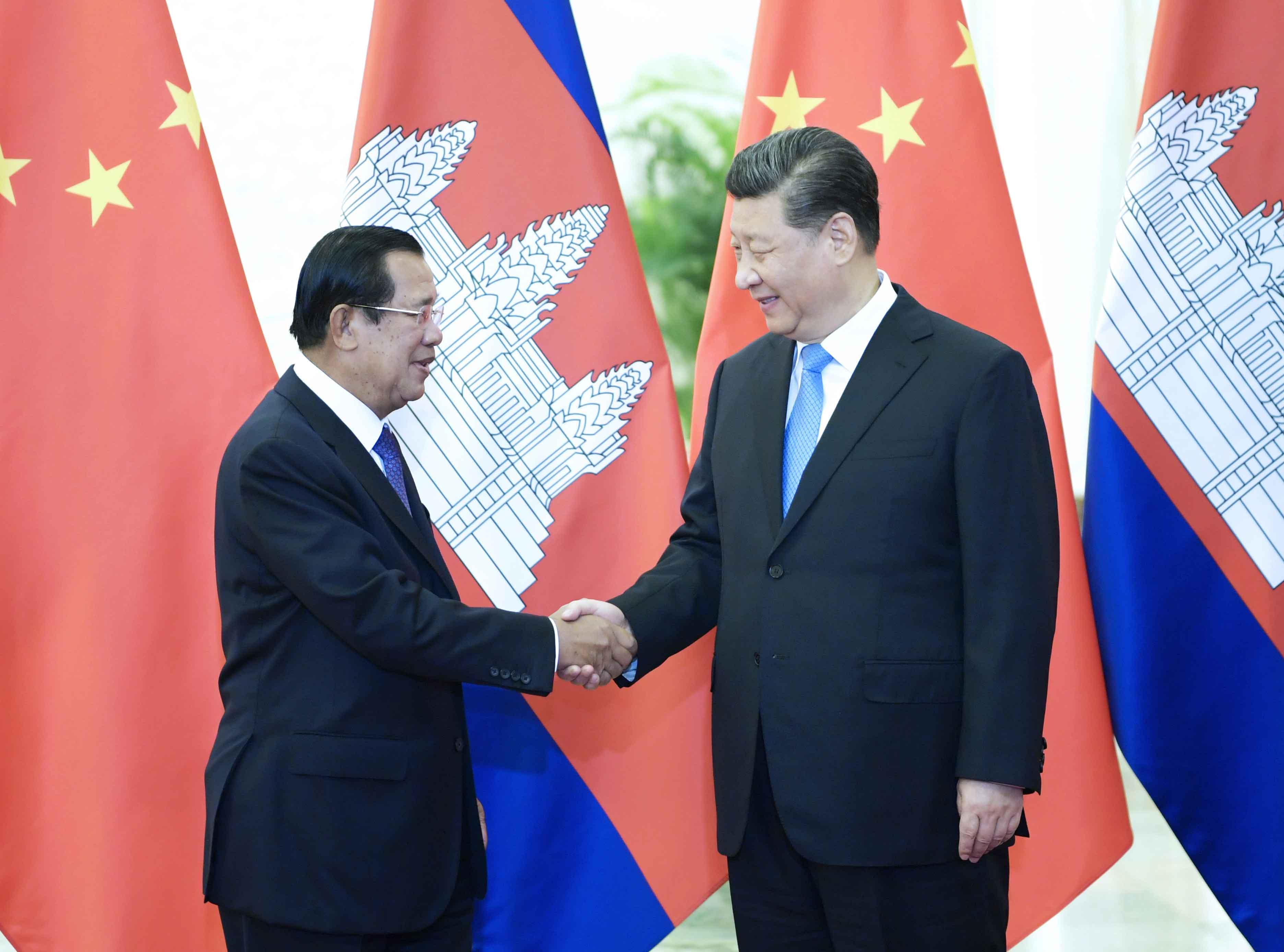 4月29日,国家主席习近平在北京人民大会堂会见柬埔寨首相洪森。