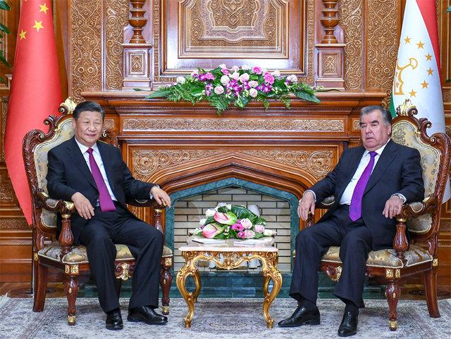 6月15日,國家主席習近平在杜尚別同塔吉克斯坦總統拉赫蒙會談。新華社記者 謝環馳 攝