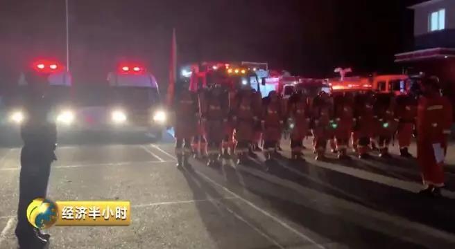 消防救援人员到达现场