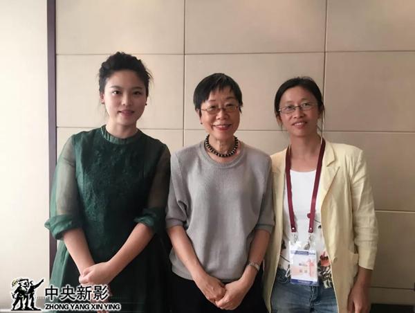 攝制組與香港中文大學醫學史教授梁其姿