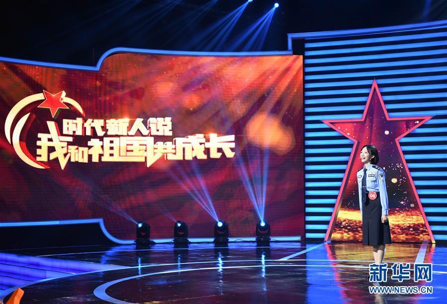 8月10日,获得比赛金奖的广东选手王盈力在台上演讲。新华社记者 邓华 摄