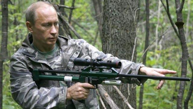普京正在黑苏里区的天然庇护区里举枪对准一只山君(材料图)