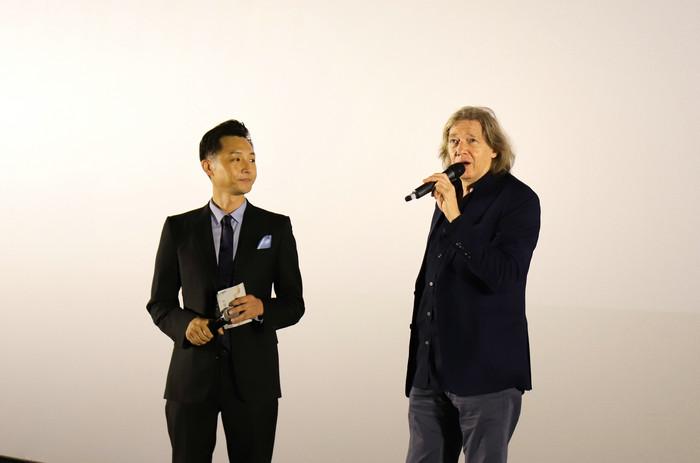 编剧盖伊·希伯特(右)在现场分享创作历程与感悟