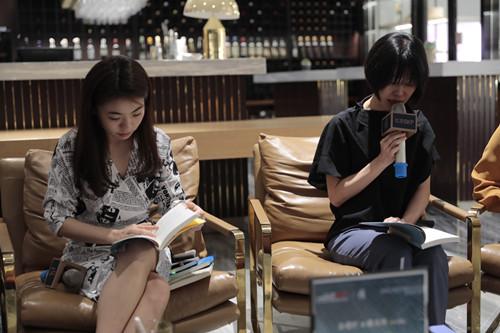 《里面是炎天》最新中译本旧书分享会正在北京举行 。