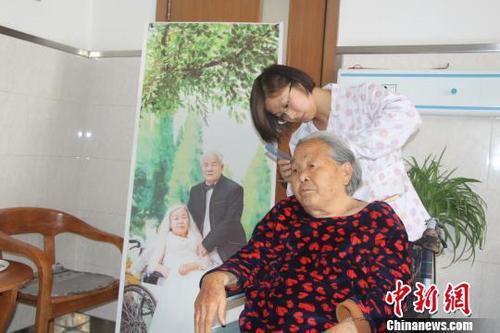 中国首个老年护理标准出台加快发展老年护理服务