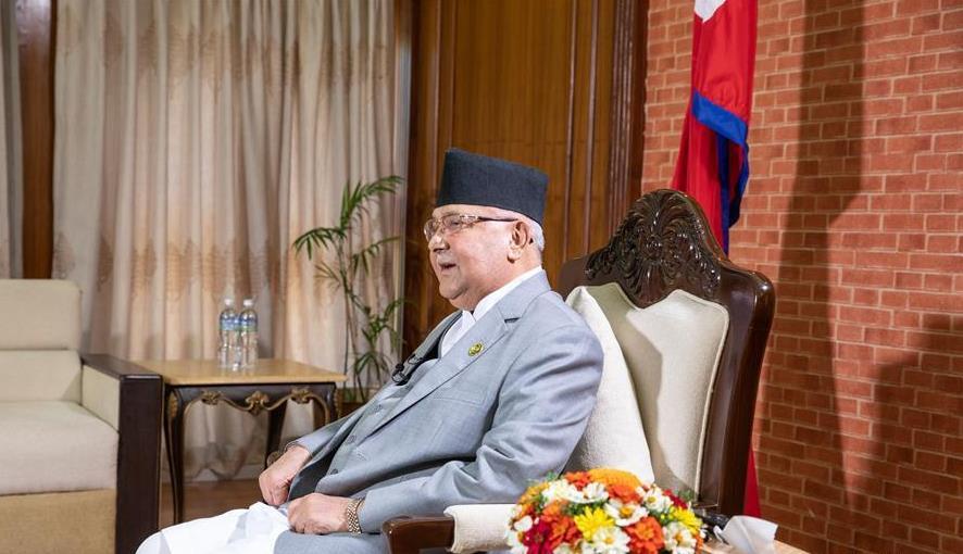 10月11日,尼泊尔总理奥利在位于首都加德满都的总理官邸接受新华社等中国媒体联合采访