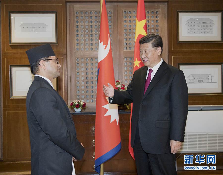 10月12日,国家主席习近平在加德满都下榻饭店会见尼泊尔联邦议会联邦院主席蒂米尔西纳。 新华社记者 李学仁 摄