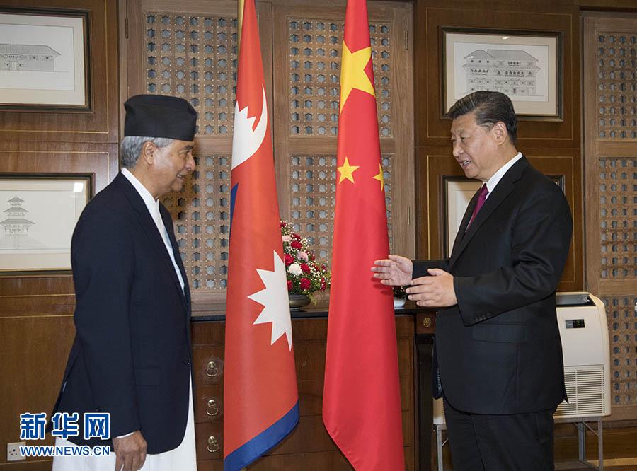10月12日,国家主席习近平在加德满都下榻饭店会见尼泊尔大会党主席德乌帕。 新华社记者 李学仁 摄