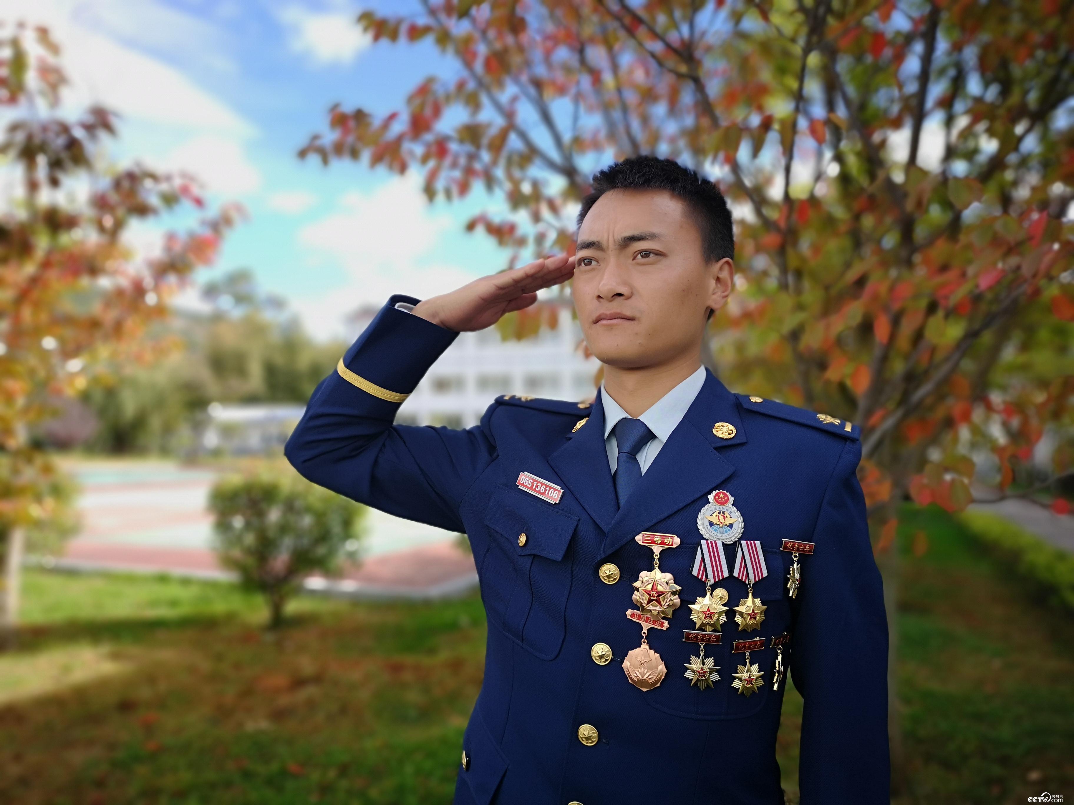 云南省森林消防总队丽江支队古城中队一班班长杨兵。(何川 摄)