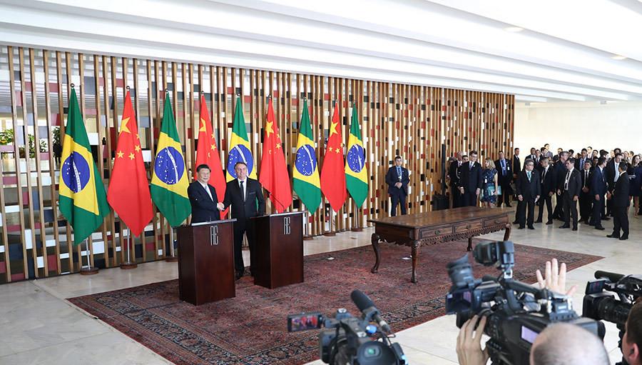 当地时间11月13日,国家主席习近平在巴西利亚同巴西总统博索纳罗会谈。这是会谈后,两国元首共同会见记者。