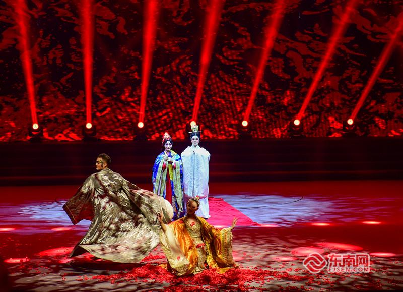 南音新剧《凤求凰选段·当垆卖酒》,将千年绝美的爱情故事以独特的艺术形式呈现,令人赞叹。东南网记者 林婕 摄