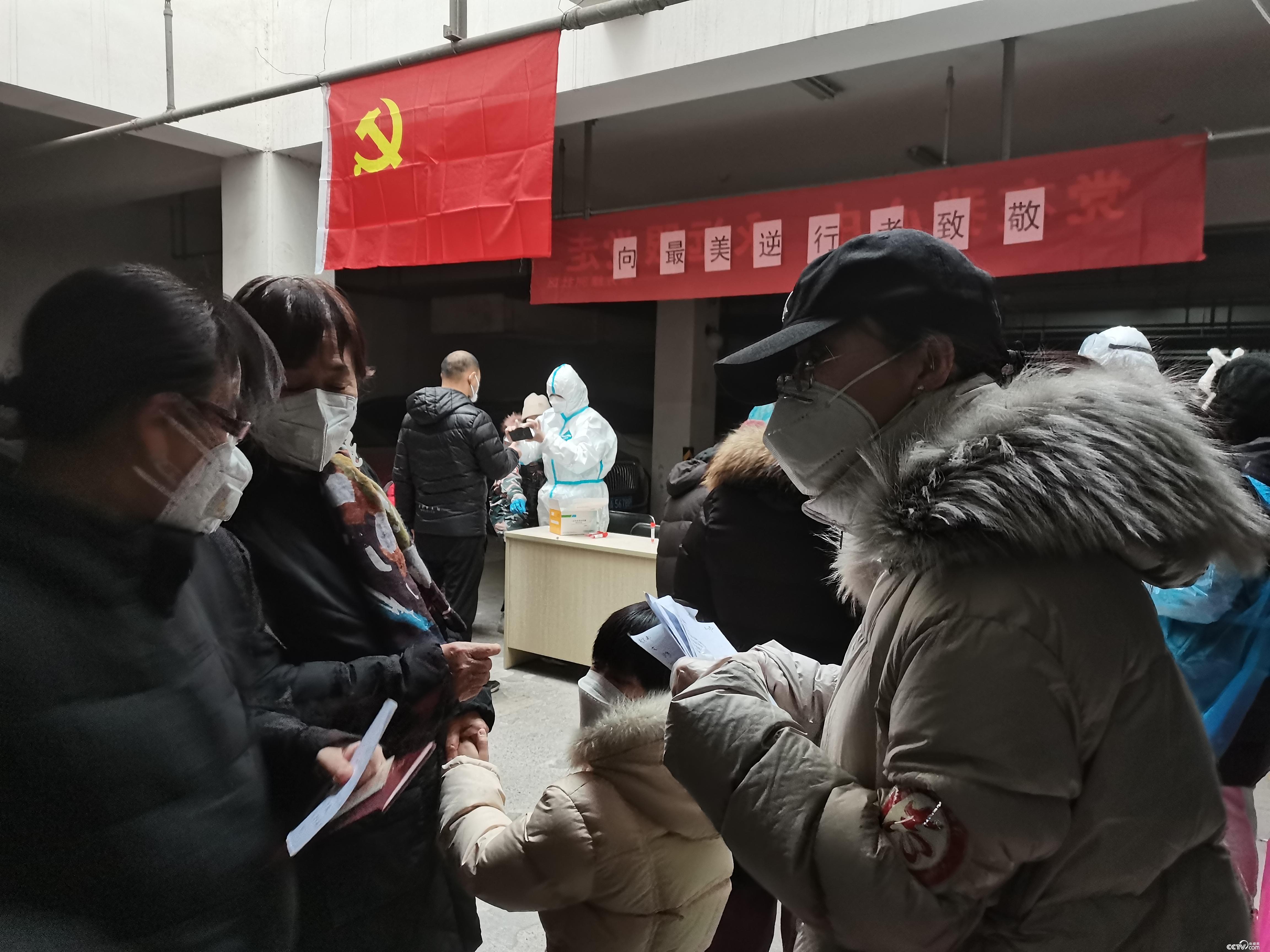 聚沙成塔 志愿者活跃在石家庄社区抗疫一线