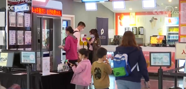 2021电影春节档票房创新高 青少年成为主力军