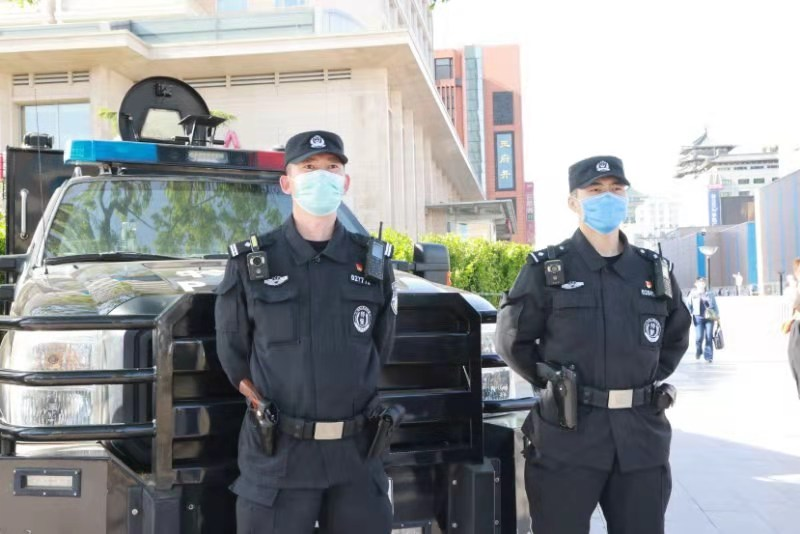 北京东城民警五一全员在岗 确保游客安全插图