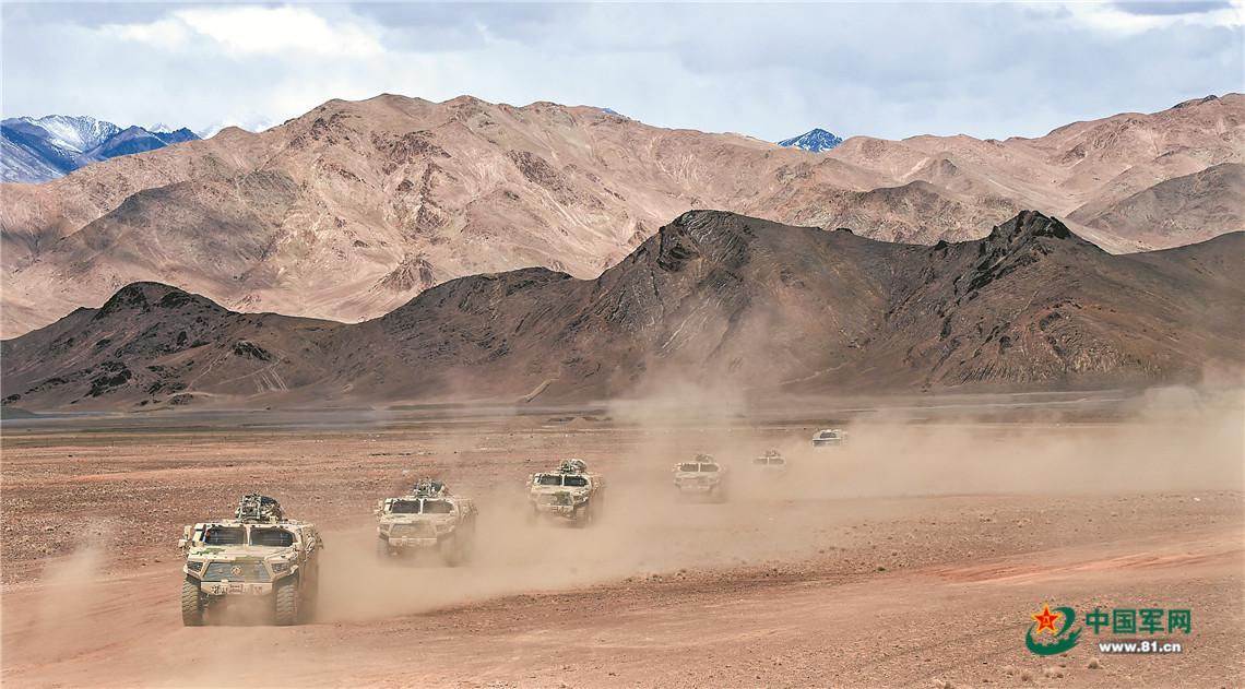 沙尘漫天,新疆军区某合成师侦察兵训练震撼来袭插图