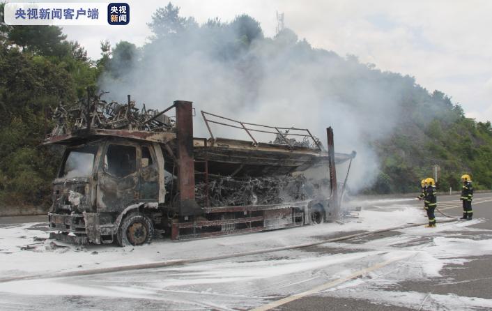 摩登5首页黔织高速一辆货车发生燃烧 车上载有大量电瓶车