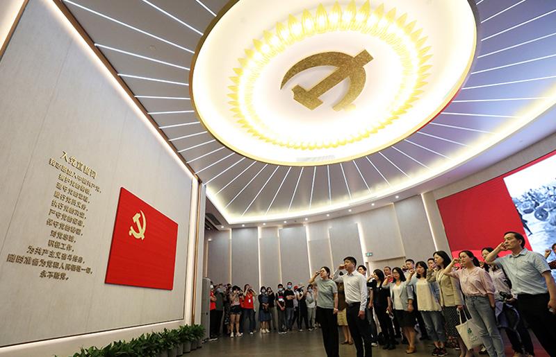 【央视快评】把中国发展进步的命运牢牢掌握在自己手中