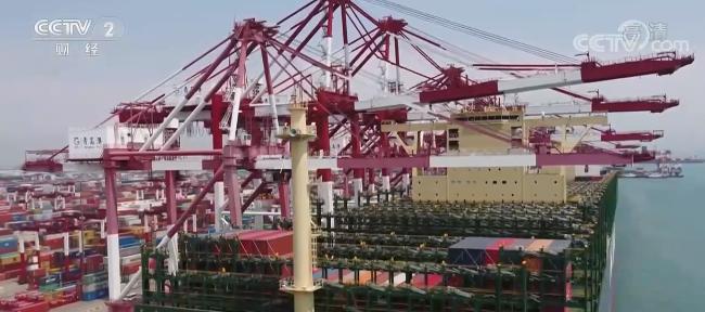 """《【二号站公司】青岛海运""""一箱难求"""" 铁路集运成新选择》"""