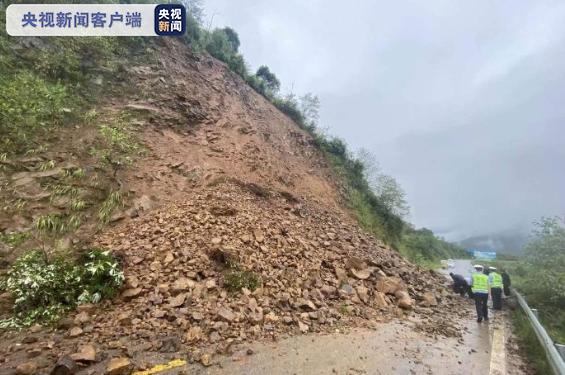 四川盆地强降雨持续 4万余人连夜避险