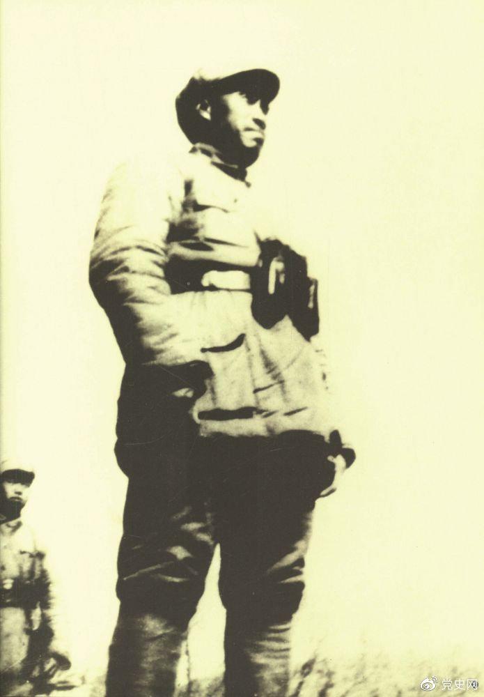 1937年9月至1940年5月,朱德指挥八路军在华北广泛开展游击战争,放手发动群众,创建抗日根据地。图为朱德在华北前线。