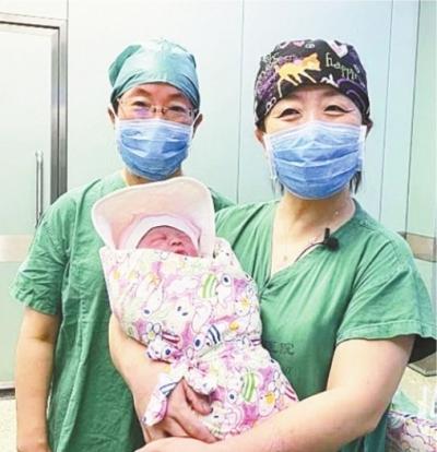 她靠冻存的卵巢组织当上了妈妈
